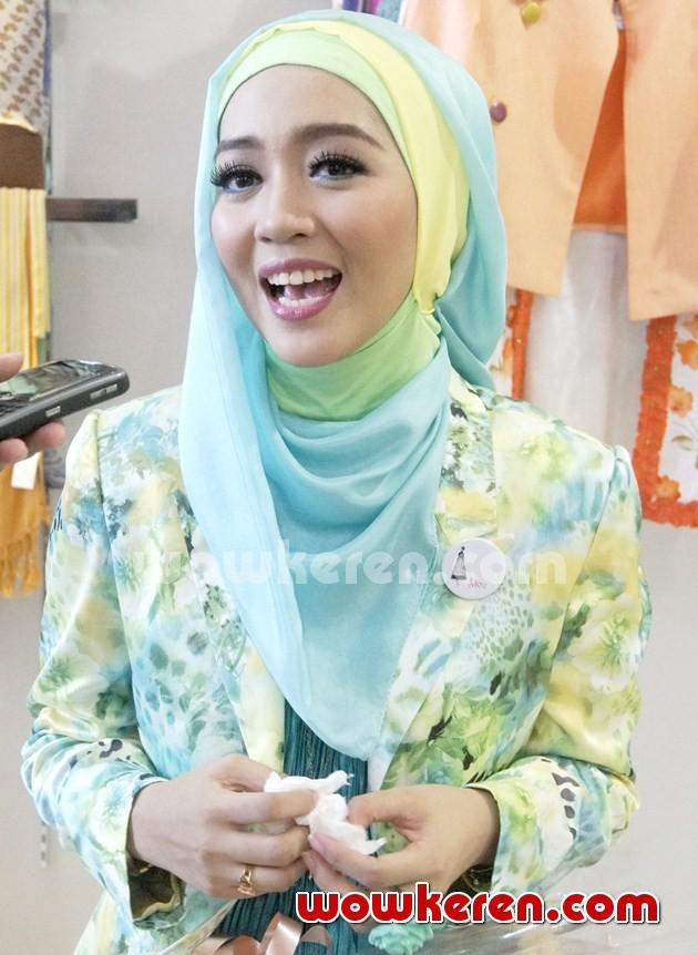 Gaya Hijab Modern Ala Nuri Maulida | Tutorial Pashmina by Anita Scarf