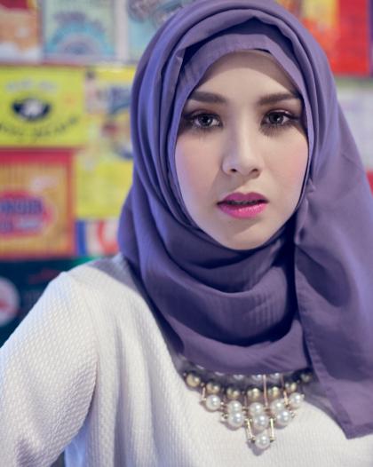 Hijab Ala Zaskia Adya Mecca | Tutorial Pashmina by Anita Scarf