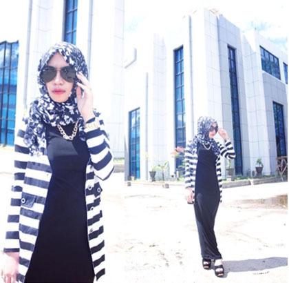 Style Hijab Baju Stripe Hitam Putih