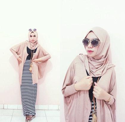 Hijab Style Bergaya Kasual Modis Dengan Busana Stripe